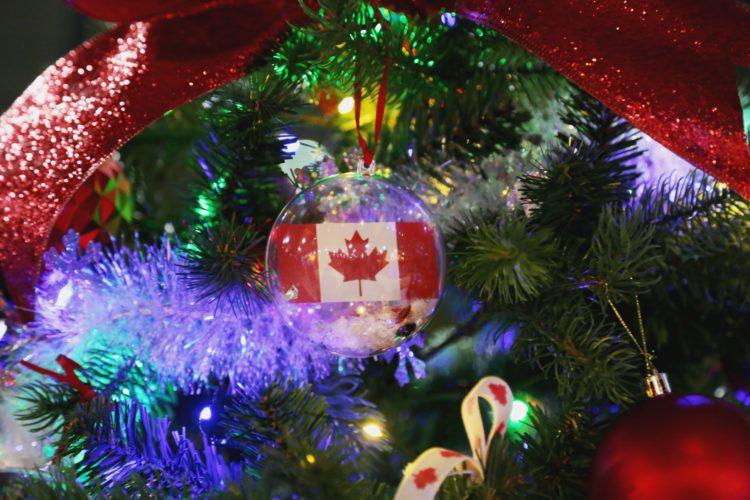 xmas_canada_flag_glass_ornament.jpg