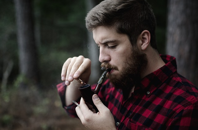 canada_man_beard_lumberjack_pipe_forest