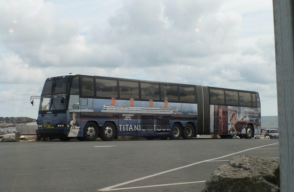 canadian_titanic_bus_01