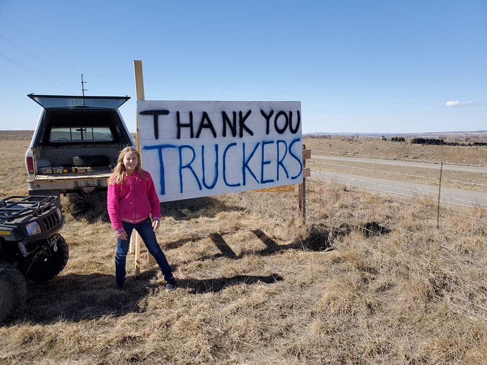 covid-19_thank_you_truckers_roadside_sign