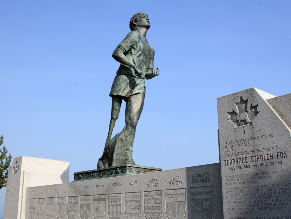 terry_fox_monument_thunder_bay_ontario
