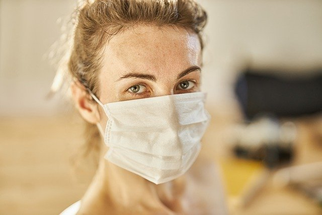 covid-19_nurse_woman_facemask_coronavirus_640